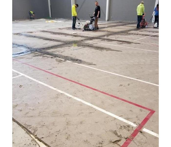 SERVPRO crews removed a water damaged gymnasium floor